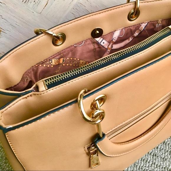 Handbags - 👜 Purse Magnetic Snap Beautiful Lining